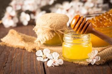 Maschera mani al Miele e olio di mandorle dolci